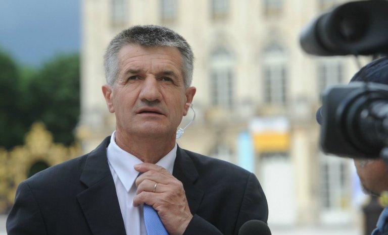 """Jean Lassalle: """"Moi, les maires de France ne m'ont pas sifflé"""""""