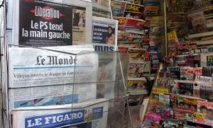 Kiosque parisien, novembre 2005. SIPA. 00520108_000004