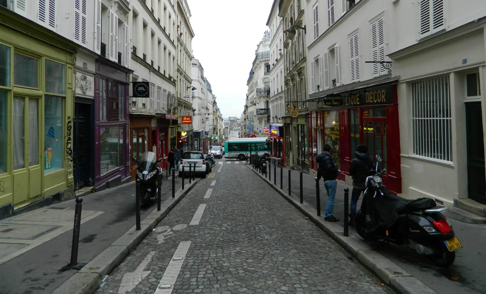 C est rue des martyrs que bat le c ur de la france causeur for Le miroir rue des martyrs