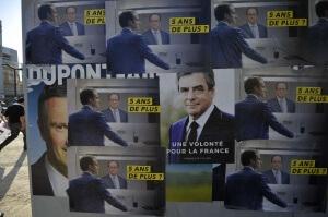 Un panneau d'affichage en marge d'un meeting de François Fillon à Paris, avril 2017. SIPA. 00801706_000022