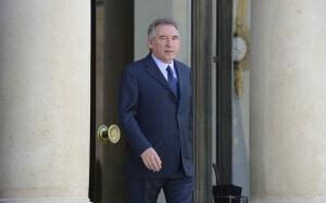 François Bayrou descend les marches du palais de l'Elysée, juin 2016. SIPA. 00761864_000106