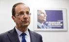 François Hollande devant une affiche de campagne de François Mitterrand au QG du PS de Rennes, avril 2012. SIPA. 00635117_000001