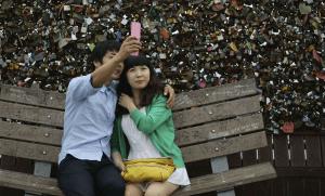 Selfie amoureux à Séoul, 2010. SIPA. AP20956742_000001