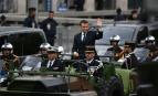 Emmanuel Macron remonte les Champs-Elysées en command-car, mai 2017. SIPA. 00806479_000011