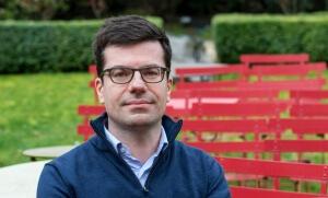 Vincent Raynaud est éditeur et traducteur. Il dirige le domaine italien de Gallimard.