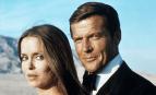 """Roger Moore et Barbara Bach dans """"L'espion qui m'aimait' de Lewis Gilbert, juin 1977. SIPA. Shutterstock40511107_00000"""