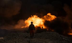 Puits de pétrole incendié par Daech près de Mossoul en Irak, décembre 2016. SIPA. 00792172_000005
