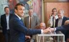 Emmanuel Macron vote au Touquet lors du premier tour des élections législatives, juin 2017. SIPA. 00810677_000016