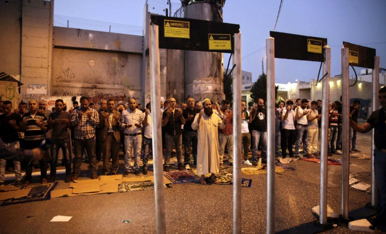 Jérusalem: les portiques de sécurité, un scandale?