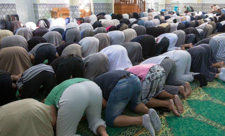 """""""Il faut fermer 450 mosquées radicales en France"""""""
