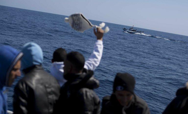 Identitaires vs pêcheurs tunisiens: bataille navale en Méditerranée