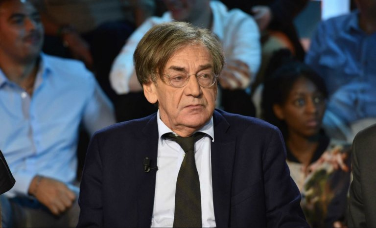 """Le Monde compare """"l'hystérique"""" Finkielkraut au complotiste Kassovitz"""
