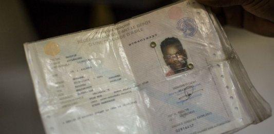 Passeport d'un migrant entré illégalement à Mayotte en provenance de la République démocratique du Congo. SIPA. 00716752_000003