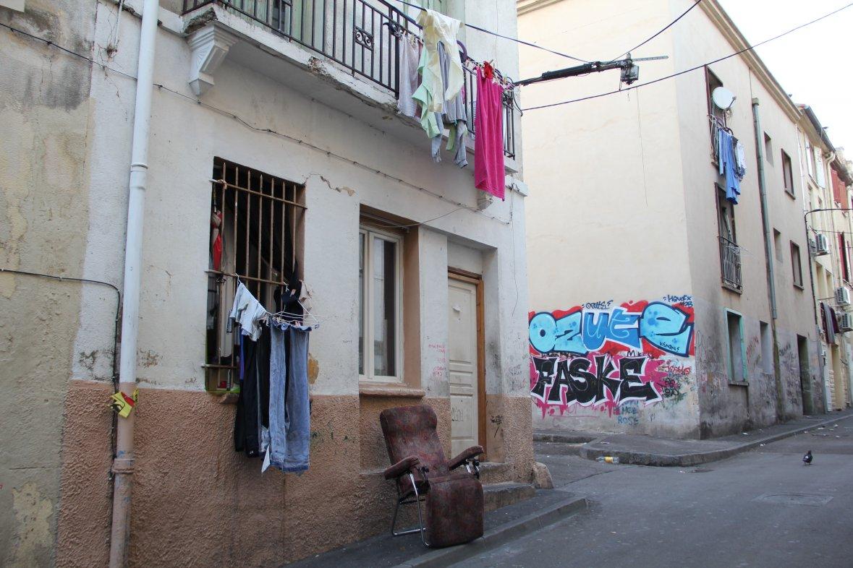 Une rue du quartier Saint-Jacques de Perpignan, classé le plus pauvre de France par l'Insee. Photo: Emma Rebato