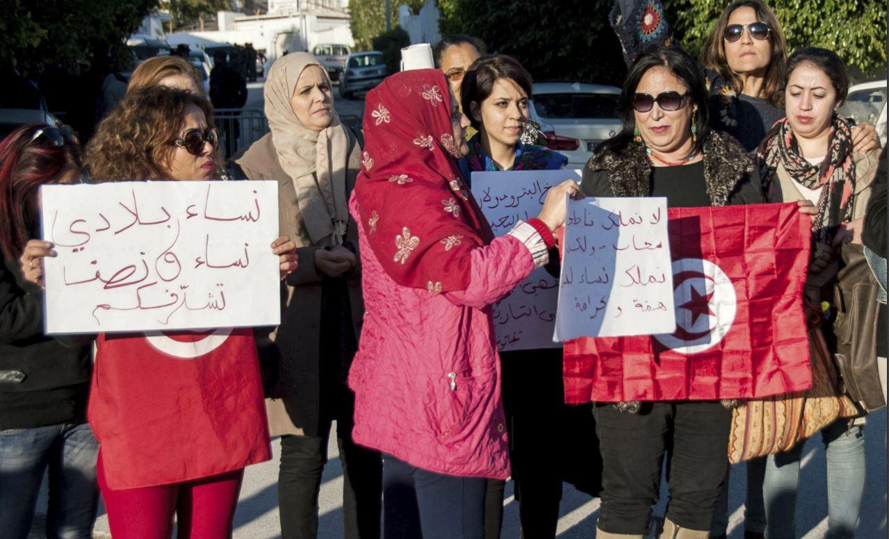 Des partis politiques s'indignent — Affaire Emirates