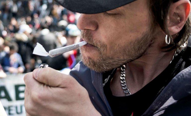 """Cannabis: """"C'est une dépénalisation déguisée"""""""