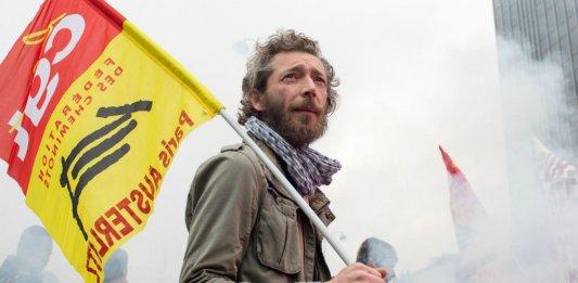 Un travailleur du rail en grève manifeste à Paris, juin 2014. SIPA. 00686408_000002
