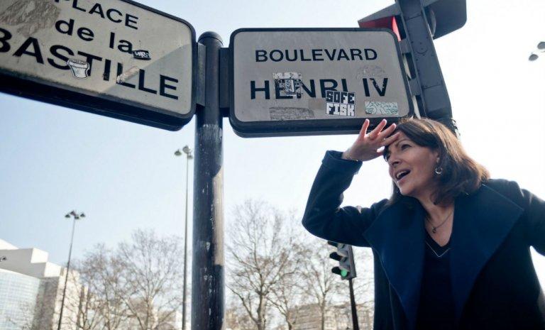Pour Anne Hidalgo, le danger antisémite serait-il sur les plaques de rues de Paris?