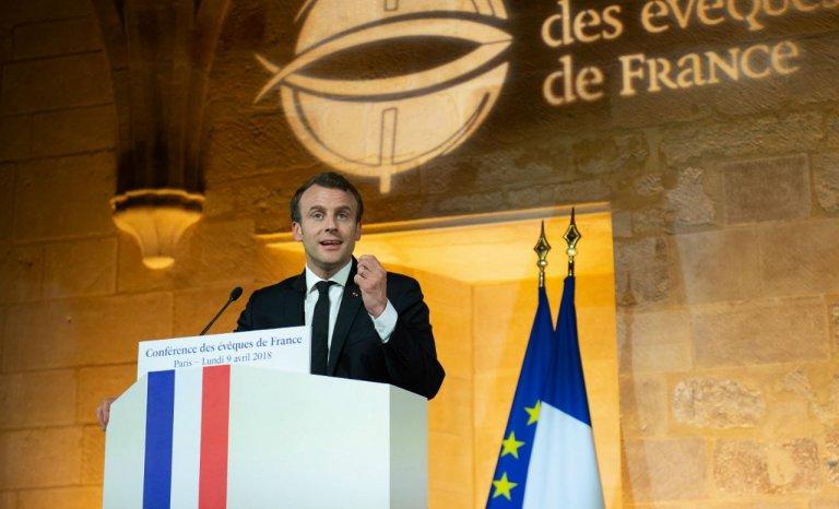 Devant les évêques, Macron a respecté la laïcité mais…