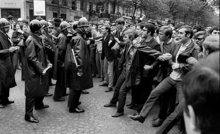 """""""En 1968, des gendarmes ruraux qui travaillaient depuis l'âge de 14 ans ont fait face à une jeunesse dorée"""""""