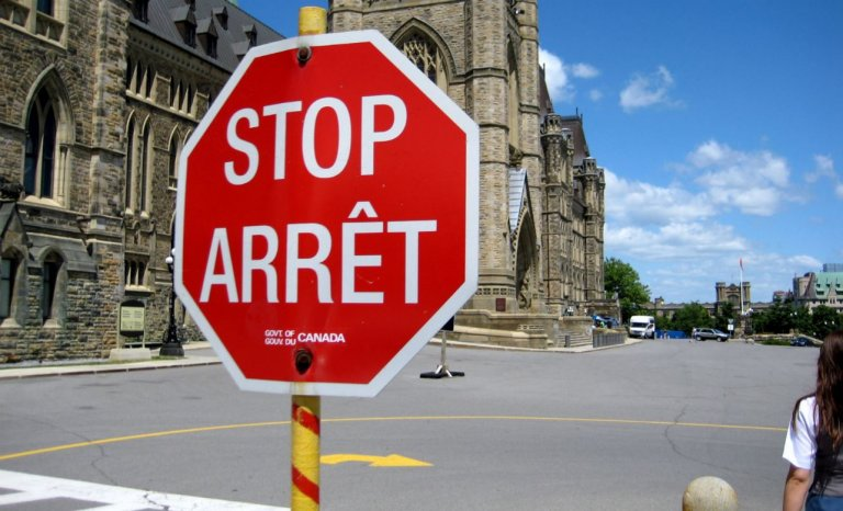stop-arret-panneau-quebec-francais-768x4