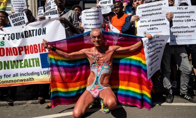 Royaume-Uni: quand des transgenres court-circuitent la parité