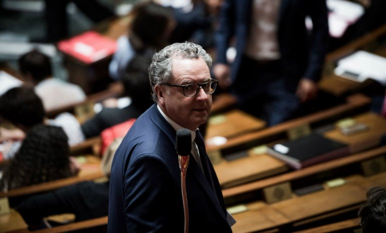 """LREM déchire la """"race"""": un vote dangereux et inutile"""