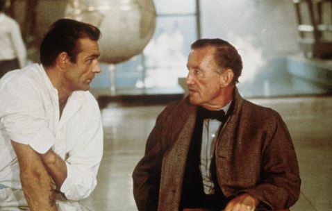 Sean Connery et Ian Fleming sur le tournage de Goldfinger en 1964. SIPA. 00384421_000003