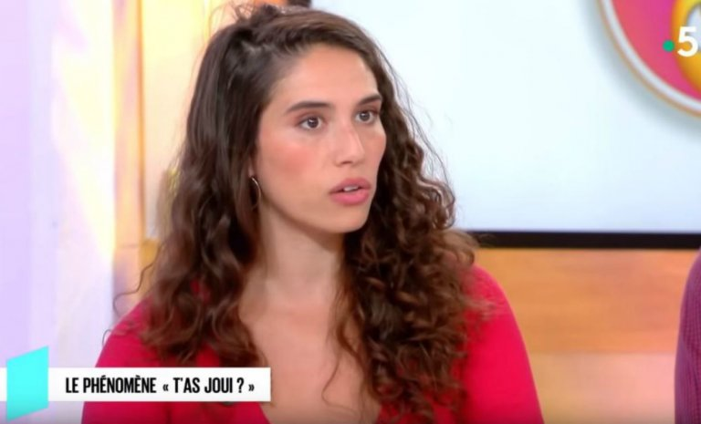 """Dora Moutot, la """"féministe"""" survoltée du clito"""