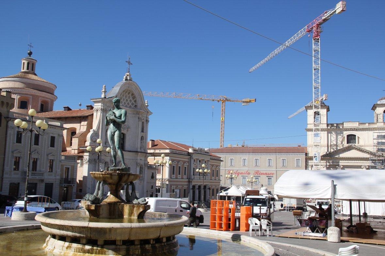 L'Aquila, Piazza Duomo. Photo : Daoud B.