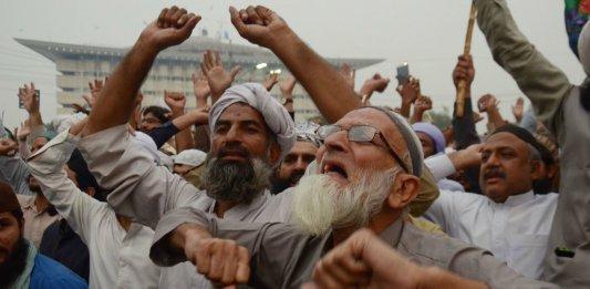 Des partisans du TLP manifestent à Lahore pour réclamer l'exécution d'Asia Bibi, novembre 2018. SIPA. 00882824_000049