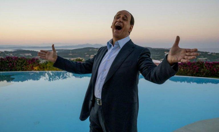 """""""Silvio et les autres"""": Sorrentino crucifie (magistralement) Berlusconi"""