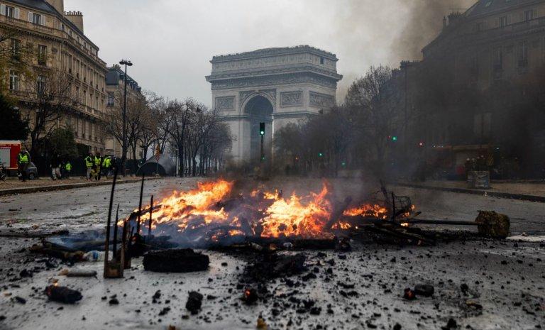 Gilets jaunes: la flamme des soldats inconnus