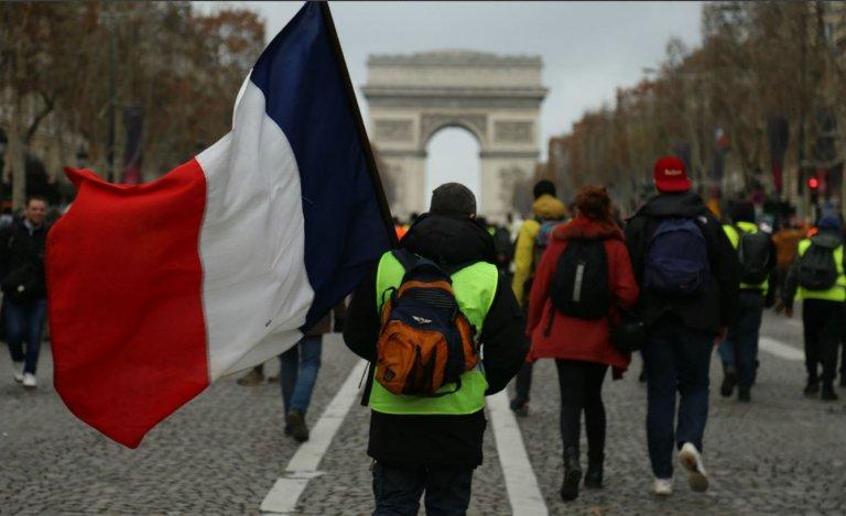 Gilets jaunes: la France reprend des couleurs