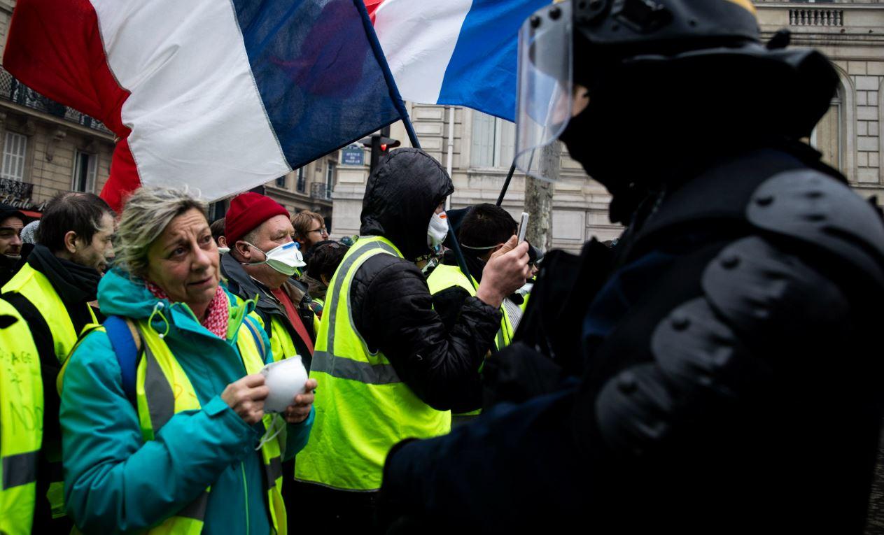 foto de La révolution c'est quand la police rejoint le peuple Causeur