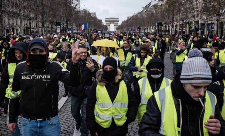 Gilets jaunes: la révolte des consommateurs qui voulaient consommer plus?