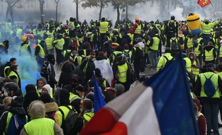 Gilets jaunes: l'employée de Bercy, le black bloc et la gauchiste
