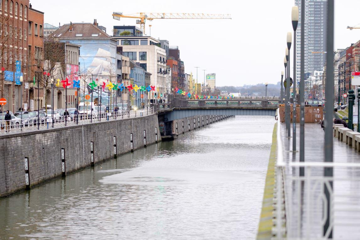Le canal de Willebroeck sépare Molenbeek (à gauche) de Bruxelles-ville. ©Monasse/Andia Photos