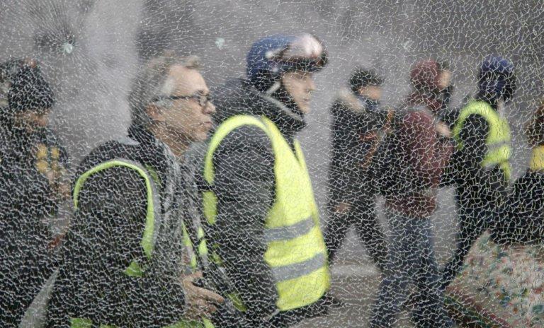 Un pouvoir a déjà fait passer des manifestants pour des casseurs