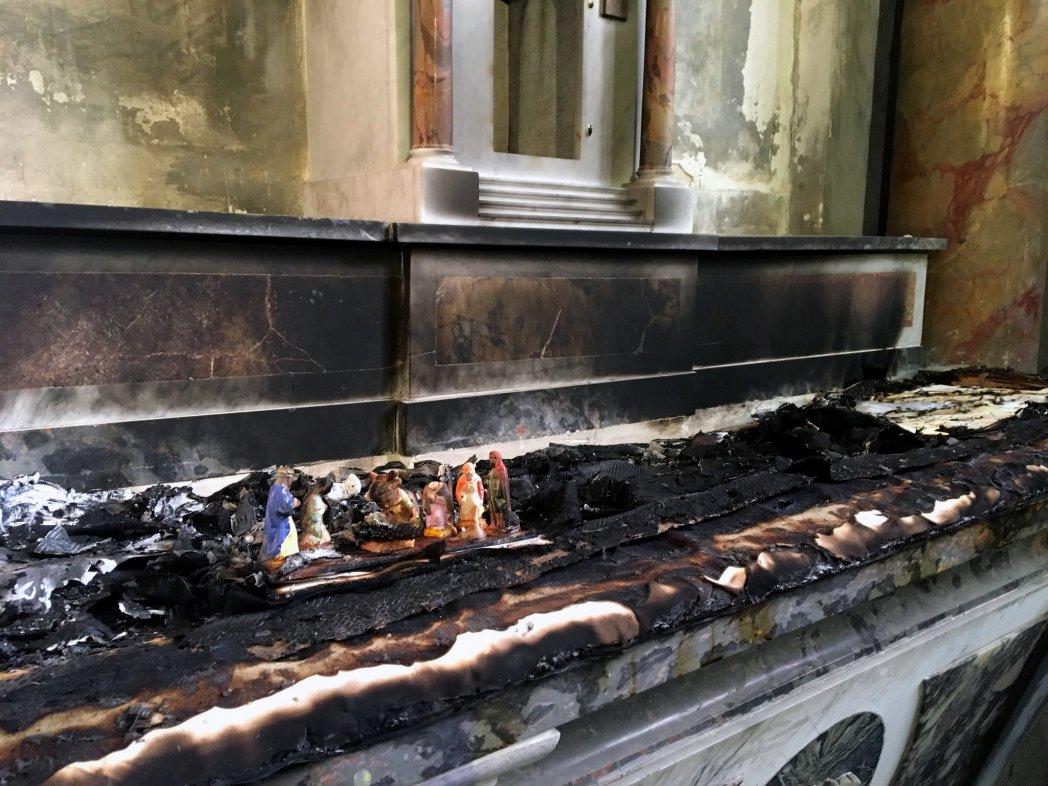 L'autel incendié d'une des chapelles de la cathédrale Saint-Alain de Lavaur (Tarn), 5 février 2019. ©Bernard Carayon