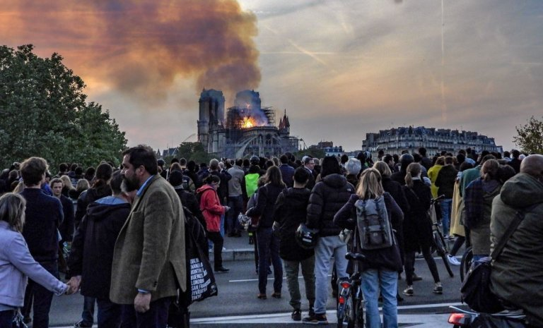 Notre-Dame: Apocalypse badauds
