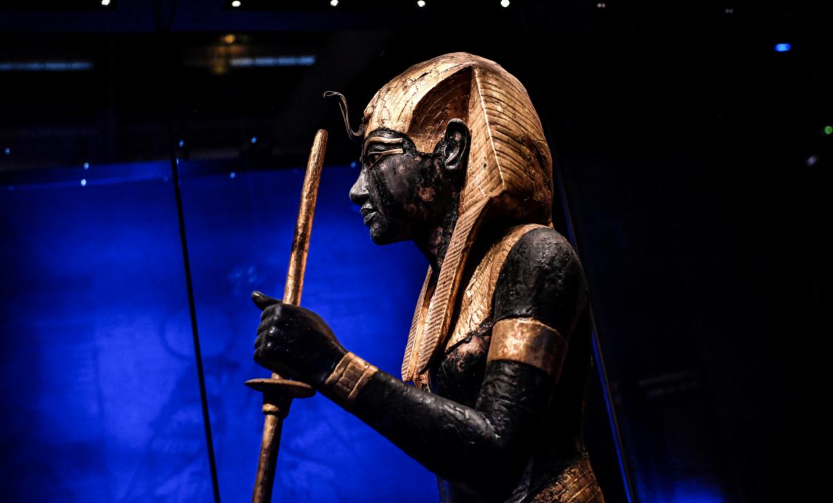 Toutânkhamon était Noir, les Blancs ont tout inventé! Toutankhamon-expo-noir-antiracistes-1200x725