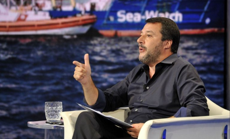 Immigration: à la télé italienne, Salvini ne dit pas non à la construction d'un mur