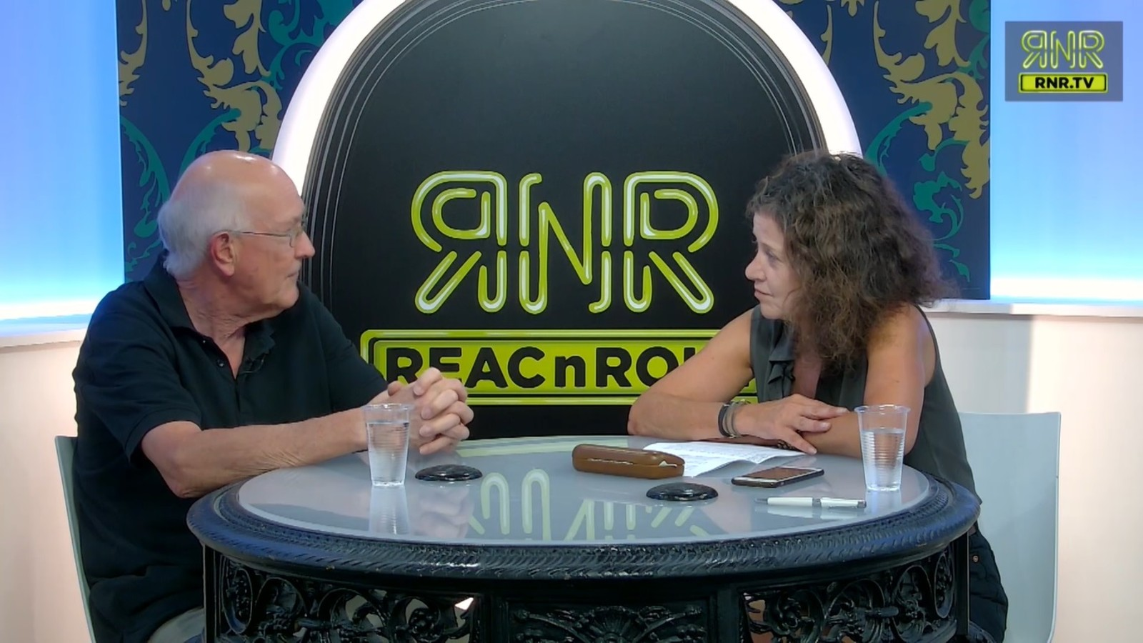 """Capture d'écran de l'émission """"L'esprit de l'escalier"""" sur REACnROLL. A gauche Marcel Gauchet, à droite, Elisabeth Lévy."""