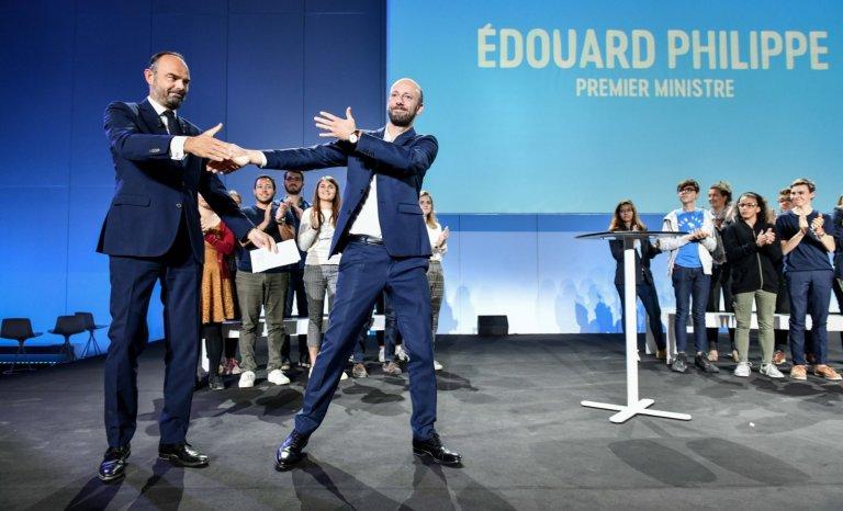 Le numéro foireux de stand-up d'Edouard Philippe enchante la presse