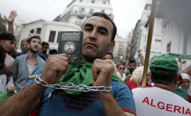 L'Algérie toujours le cul entre deux chaises