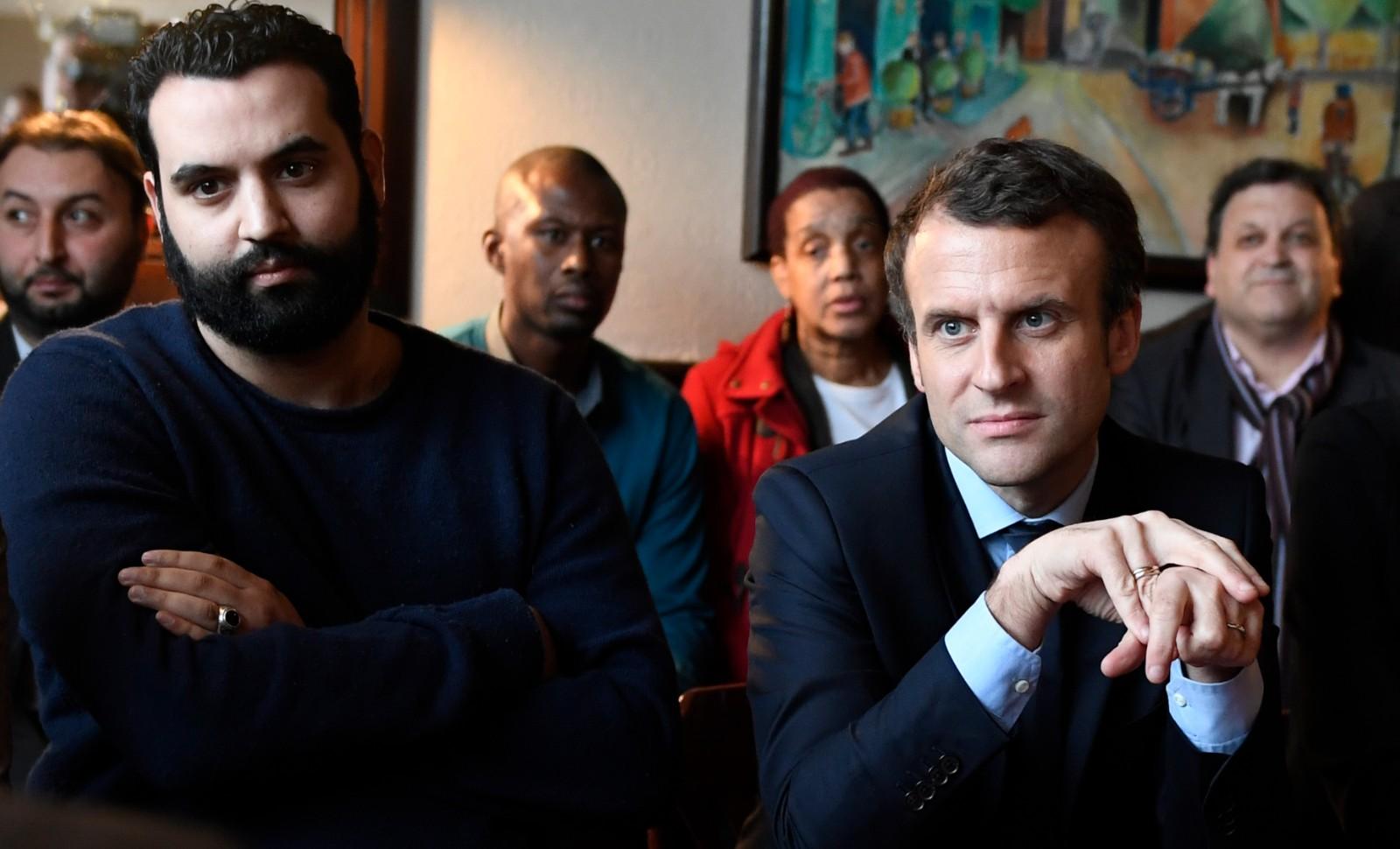 Yassine Belattar et Emmanuel Macron en 2017 © ERIC FEFERBERG / AFP