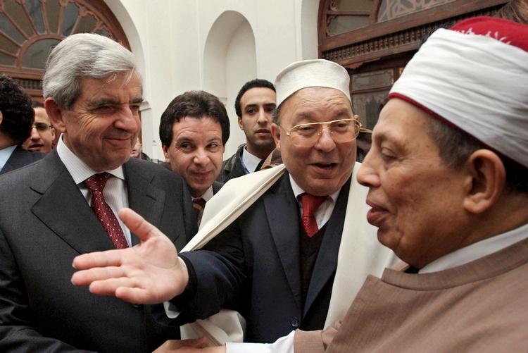 Jean-Pierre Chevènement en compagnie de Dalil Boubakeur, recteur de la grande mosquée de Paris, 22 février 2002. (c) Eric Feferberg /AFP