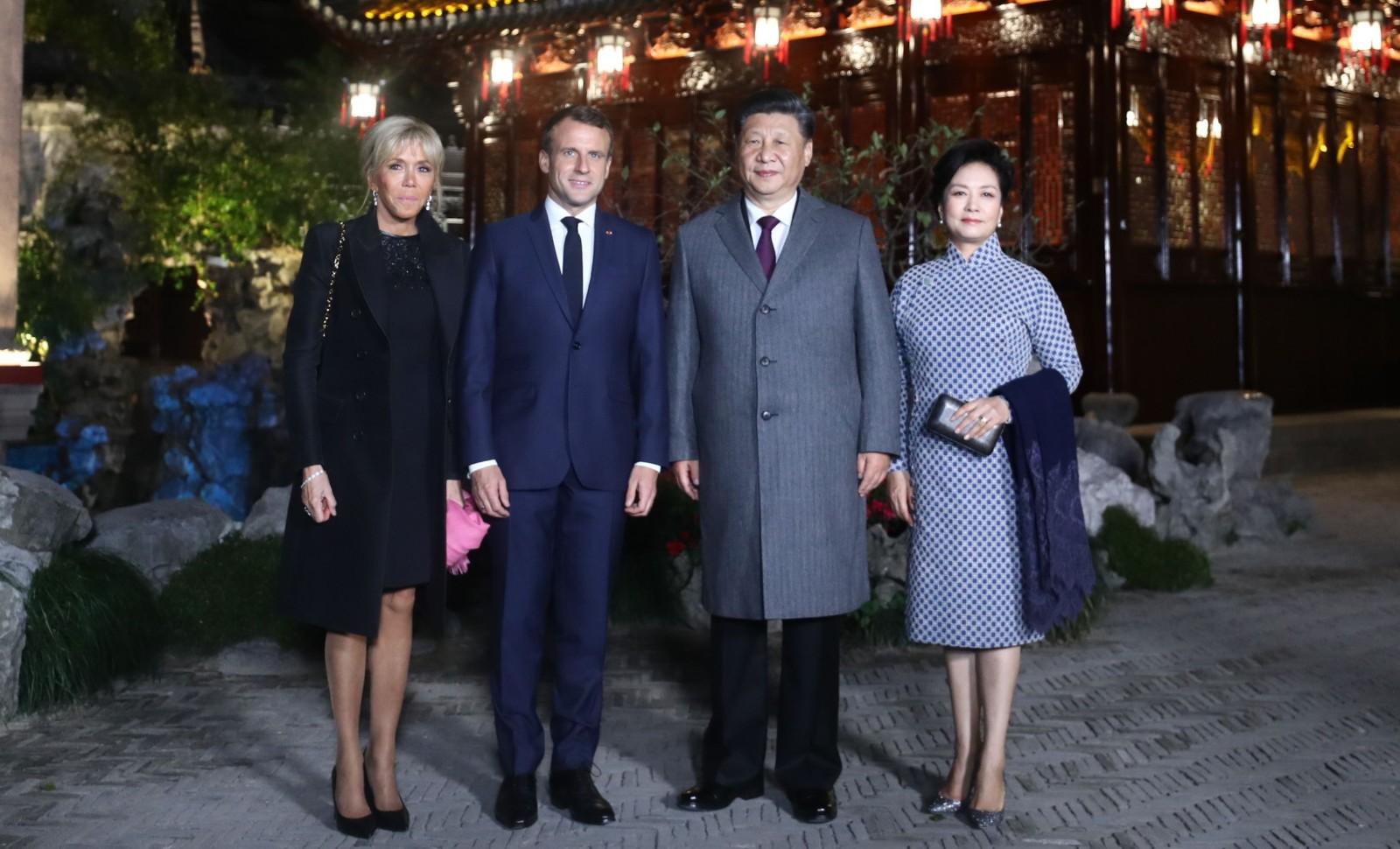 Le président Macron, le président Xi Jinping et leurs femmes, à Shanghai le 5 novembre 2019 © CHINE NOUVELLE/SIPA Numéro de reportage: 00931063_000003