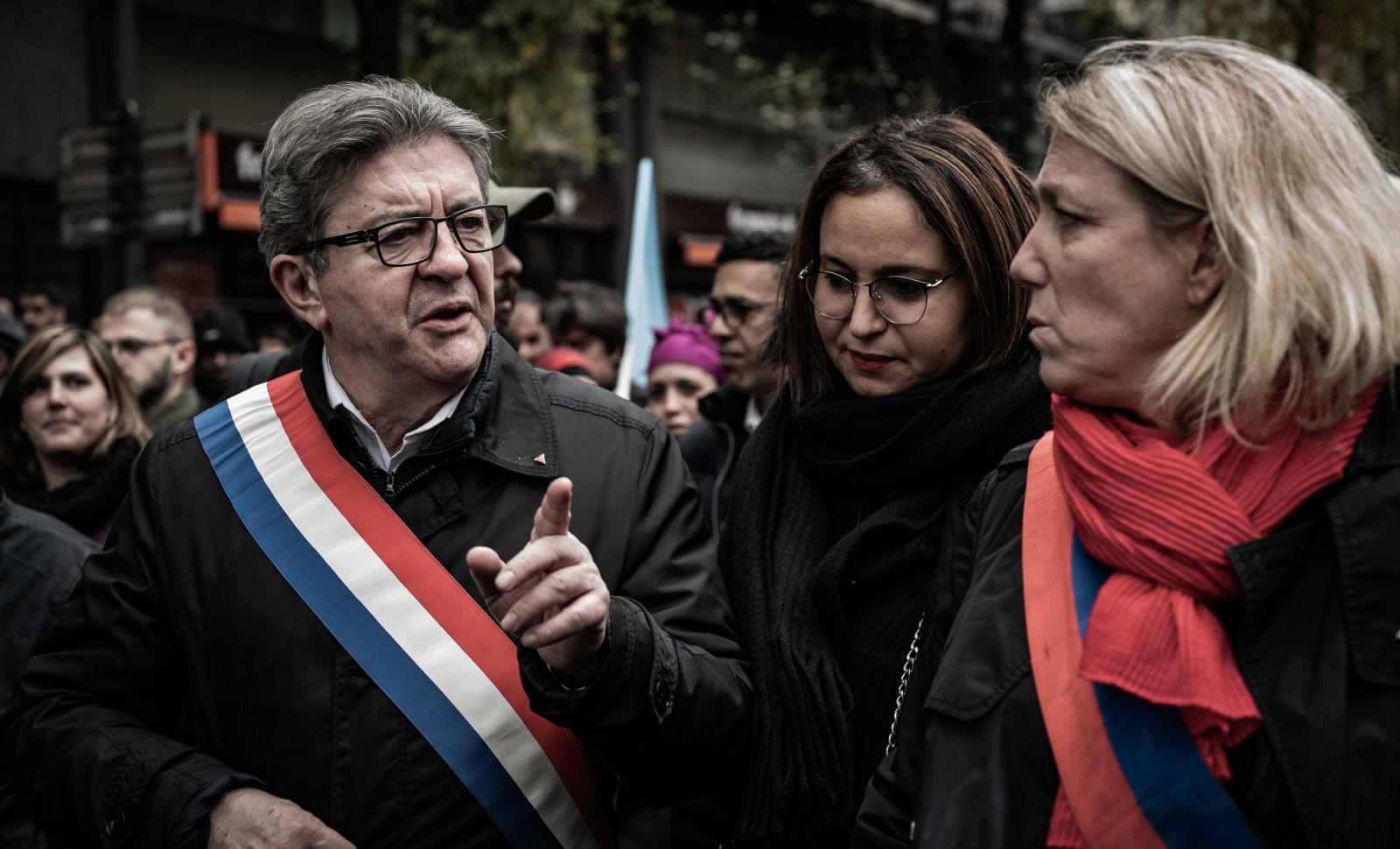 """Marche contre """"l'islamophobie"""". De gauche à droite, Jean-Luc Mélenchon, Farida Amrani et Danièle Simonnet de la France Insoumise © NICOLAS CLEUET / HANS LUCAS / AFP"""